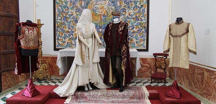 """El Museu de la Seda València exposa els vestits de l'exitosa sèrie televisiva """"Isabel"""""""