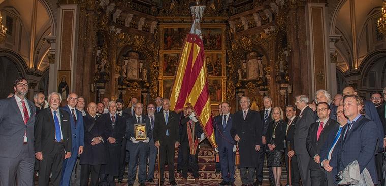 Procesión de la Real Senyera en Sant Jordi junto con el Centenar de la Ploma